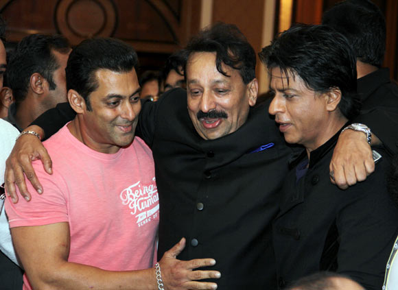 Salman with Shah Rukh Khan and Baba Siddiqui
