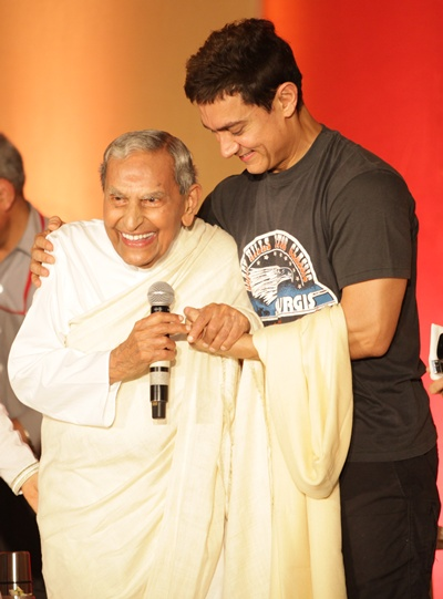Aamir Khan with Dada Vaswani