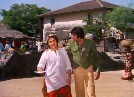 Rishi Kapoor and Amitabh Bachchan in Amar Akbar Anthony