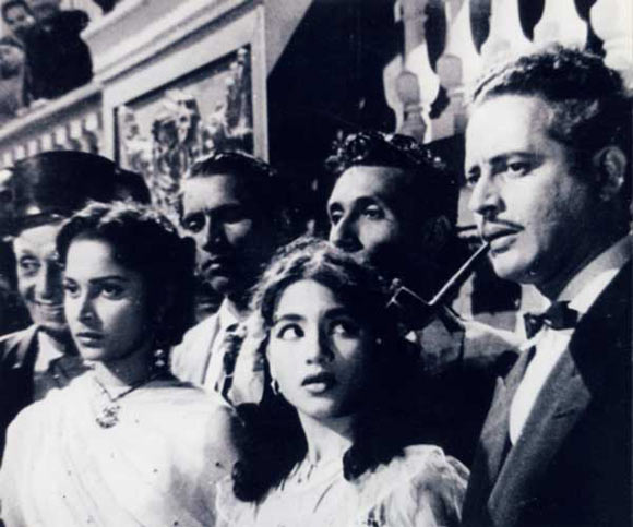 Waheeda Rehman and Guru Dutt in Kaagaz Ke Phool