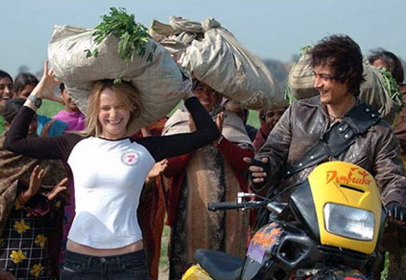 Alice Patten and Aamir Khan in Rang De Basanti