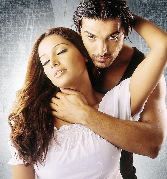 John Abraham and Bipasha Basu in Aetbaar