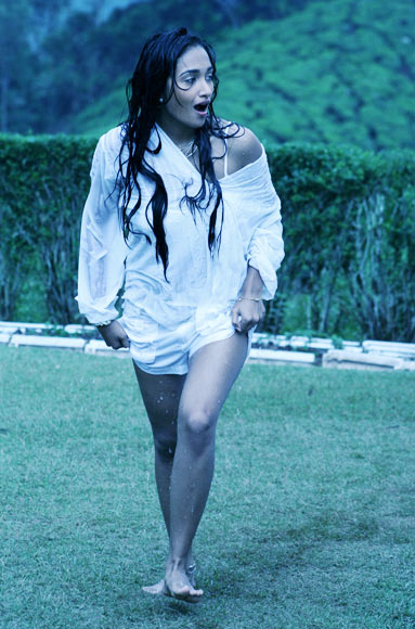 Jiah Khan in Nishabd