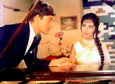 Raj Kumar and Sadhna in Waqt