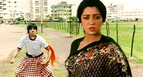 Amitabh Bachchan and Hema Malini in Desh Premee