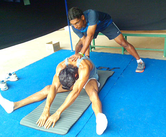 Farhan Akhtar trains with Melwyn Castro