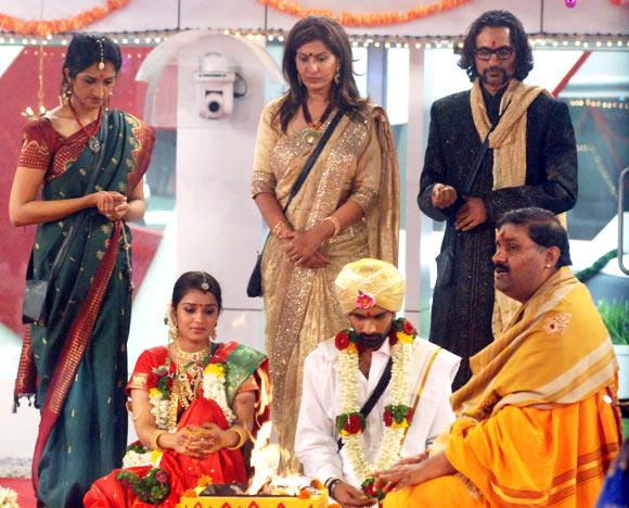 Arun Sagar (top right)