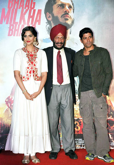 Milkha Singh with Sonam Kapoor and Farhan Akhtar