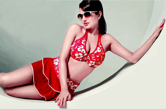 Ameesha Patel in Glam Star sunglasses ad