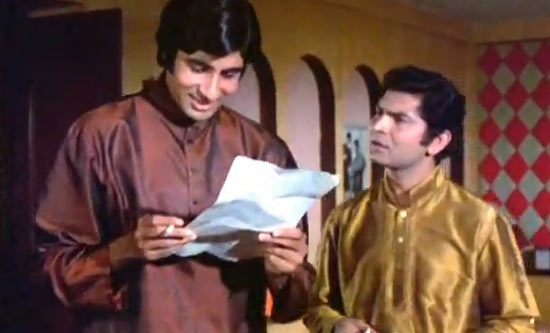 Amitabh Bachchan and Asrani in Abhimaan