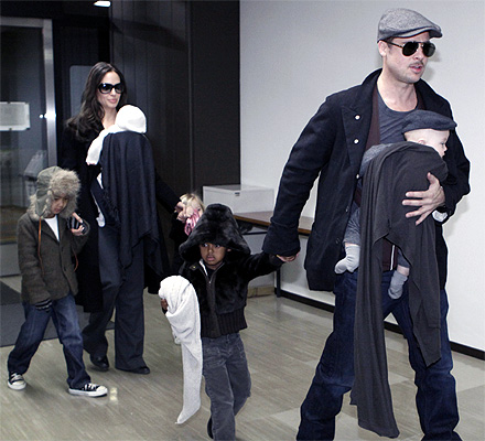 Aneglina Jolie and Brad Pitt with Shiloh (on Jolie's left), twins Knox and Vivienne, Maddox  Zahara