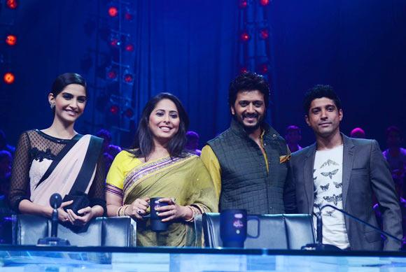 Sonam Kapoor, Geeta Kapoor, Riteish Deshmukh and Farhan Akhtar