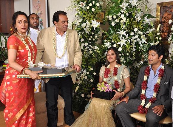 Dharmendra, Hema Malini, Ahana Deo, Vaibhav Kulkarni