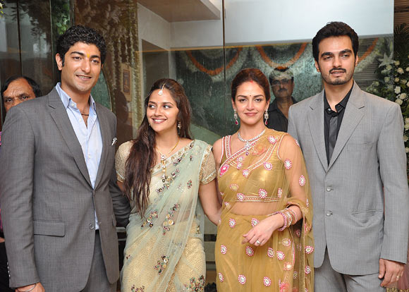 Vaibhav Vora, Ahana, Esha and Bharat Takhtani