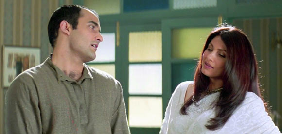 Akshaye Khanna and Dimple Kapadia in Dil Chahta Hai