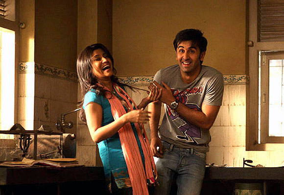 Konkona Sen Sharma and Ranbir Kapoor in Wake Up Sid