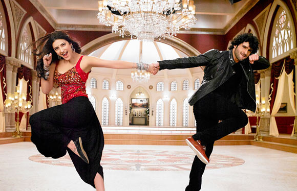 Girish Kumar and Shruti Haasan in Ramaiya Vastavaiya