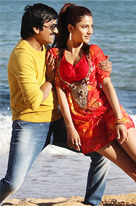 Ravi Teja and Shruti Haasan in Balupu