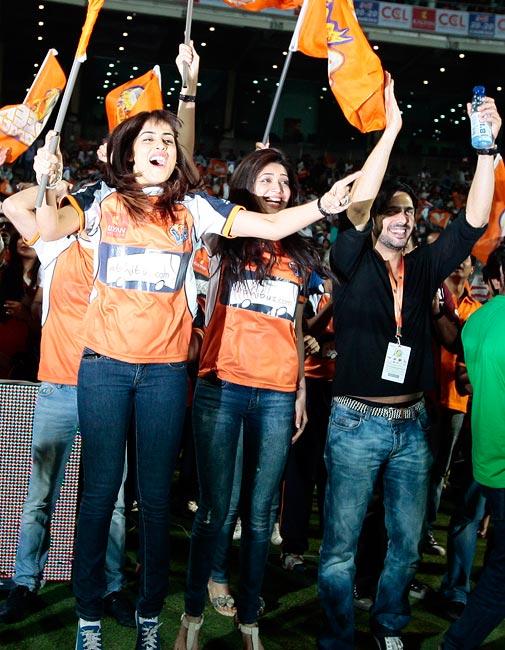 Genelia D'Souza cheers for Veer Marathi
