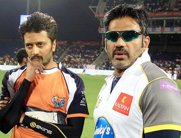 Riteish Deshmukh and Suniel Shetty