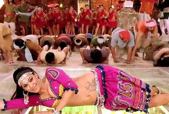 Mumaith Khan in Rowdy Rathore