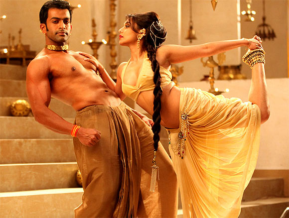 Prithviraj Sukumaran and Rani Mukerji in Aiyyaa