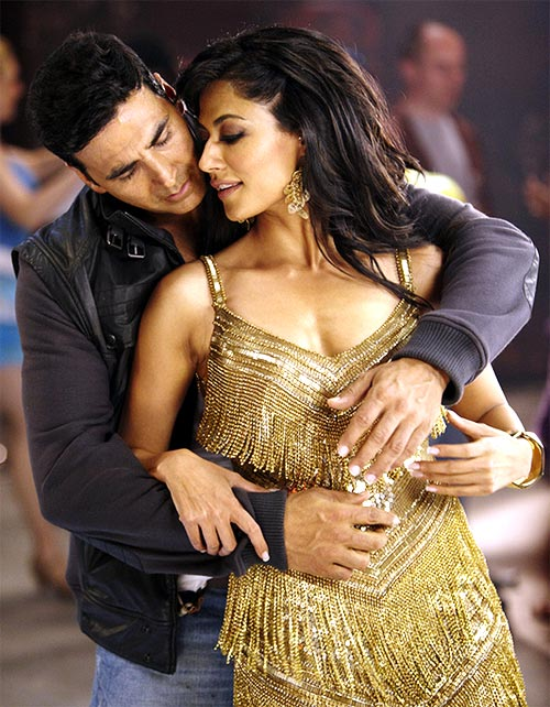 Akshay Kumar and Chitrangda Singh in Desi Boyz