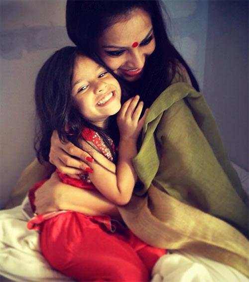 Bipasha Basu with her niece Nia