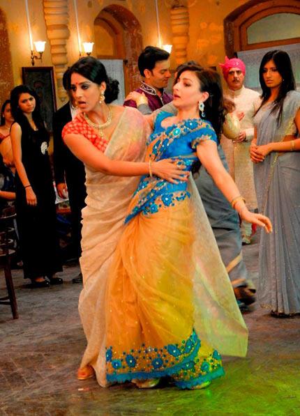 Mahie Gill and Soha Ali Khan in Sahib Biwi Aur Gangster Returns