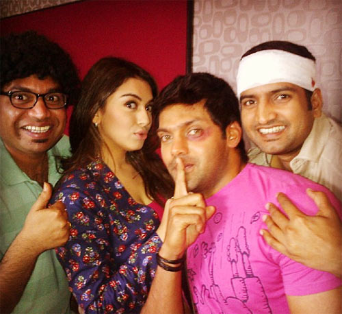Hansika Motwani and her Settai costar Arya on the sets of the film
