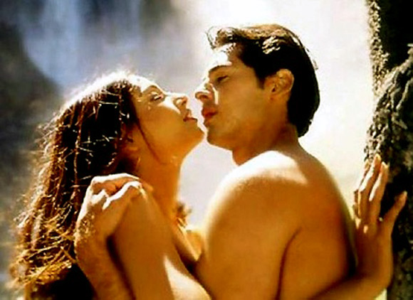 Bipasha Basu and Dino Morea in Raaz