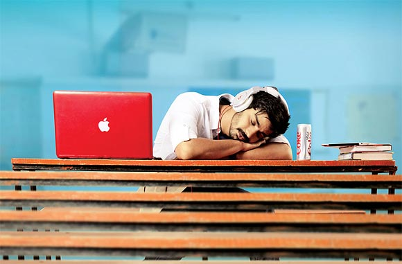 Mahat Raghavendra in Back Bench Student