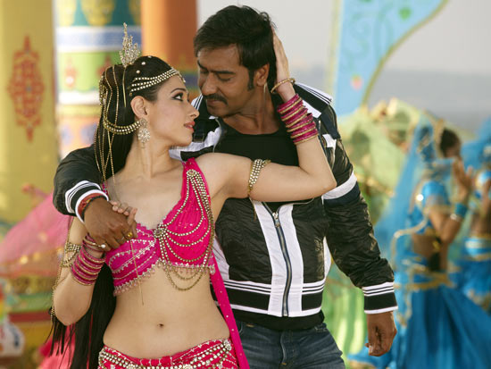 Tamannah and Ajay Devgn in Himmatwala
