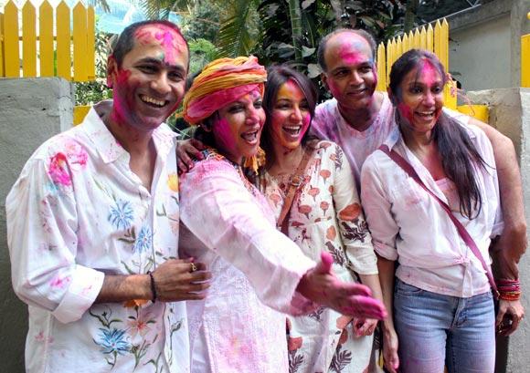 Vipul Shah, Tisca Chopra, Ashutosh and Sunita Gowarikar with Shabana Azmi