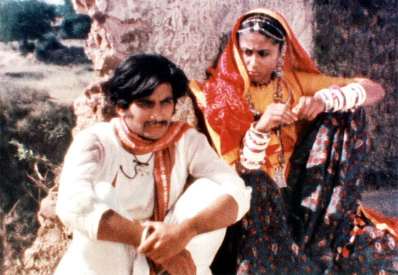 Mohan Gokhale and Smita Patil in a scene from Bhavni Bhavai
