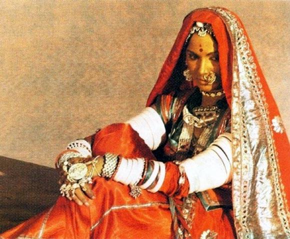 Waheeda Rehman in Reshma Aur Shera