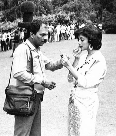 Shashikant Mhatre with Madhuri Dixit, on the sets of Deewana Mujhsa Nahi