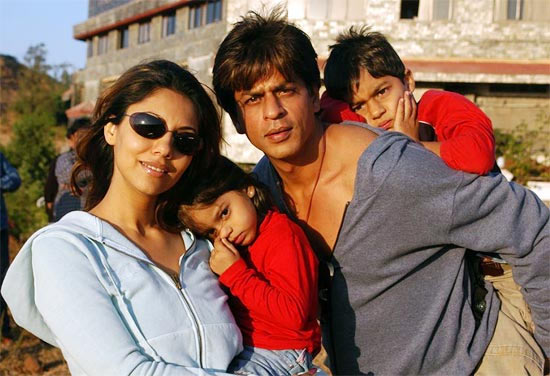 Shah Rukh and Gauri Khan with Aryan and Suhana