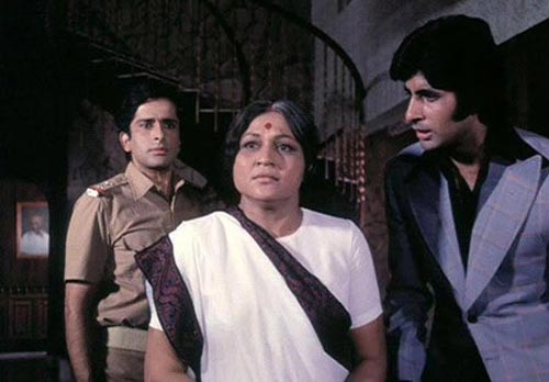 Shashi Kapoor, Nirupa Roy and Amitabh Bachchan in Deewar