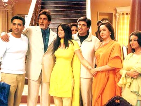 Saahil Chadda, Amitabh Bachchan, Arzoo Govitrikar, Samir Soni, Hema Malini and Divya Dutta in Baghban