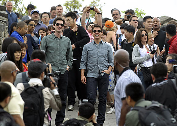 Tom Cruise and director Joseph Kosinski on the Great Wall in Beijing