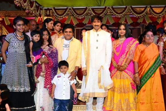 Ali (in the yellow shirt), Gopichand and Reshma
