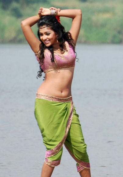 Amala Paul in Vettai