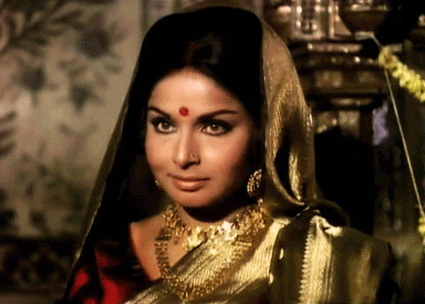 Rakhee in Lal Patthar