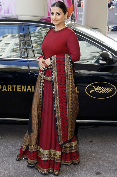 Current Bollywood News & Movies - Indian Movie Reviews, Hindi Music & Gossip - PIX: Vidya Balan arrives in Cannes