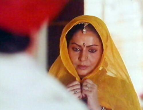 Raakhee in Rudaali