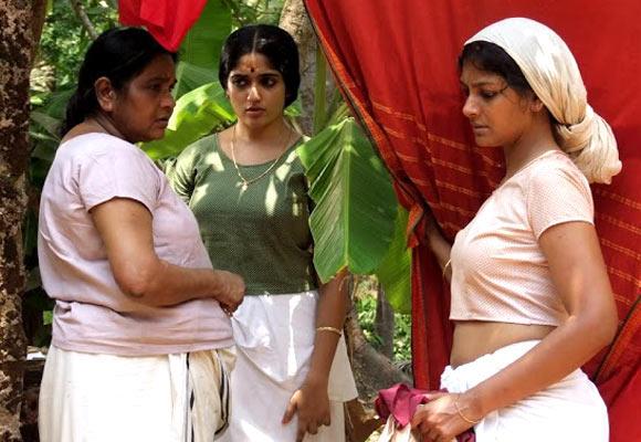KPAC Lalitha, Kavya Madhavan and Nandita Das in Naalu Pennungal