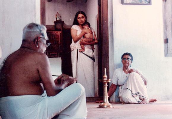 Urmila Unni and Aranmula Ponnamma in Kathapurushan