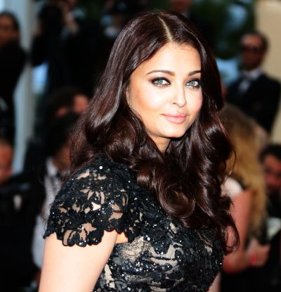 Current Bollywood News & Movies - Indian Movie Reviews, Hindi Music & Gossip - PIX: Aishwarya's GORGEOUS turn on Cannes red carpet