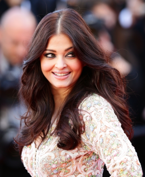 Current Bollywood News & Movies - Indian Movie Reviews, Hindi Music & Gossip - PIX: Aishwarya's second day out in Cannes